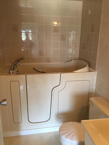1 500  WALK IN BATHTUB  SAFE STEPnear new condition and ready to install