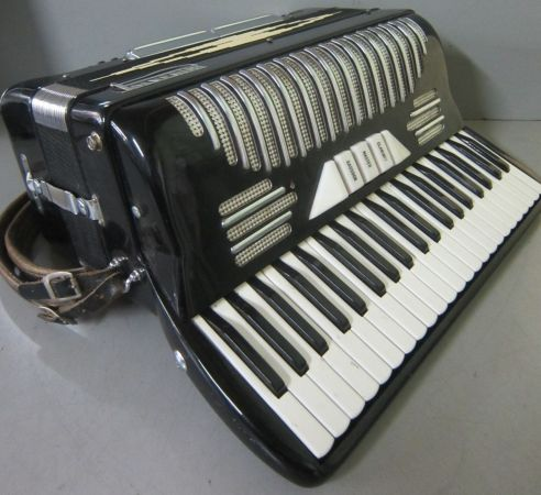 Vintage Bertini Accordion for sale - $200 (VictoriaSaltSpring)
