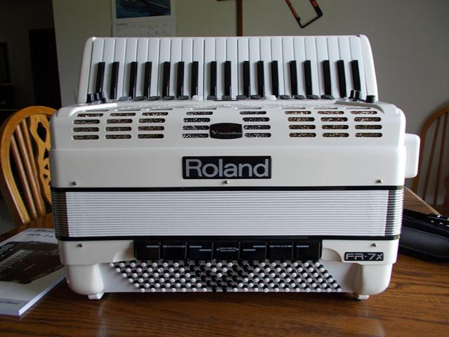 Pearl White Roland FR-7X Accordion Mint