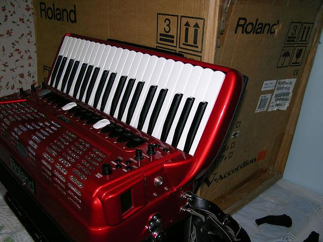 Roland FR-7 Digital V Accordion RED Mint $1800