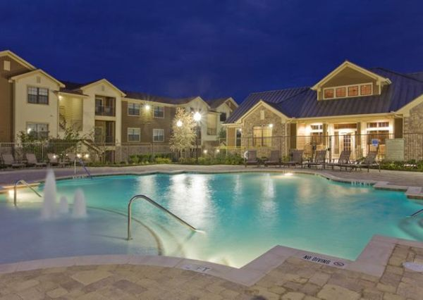 $1110 2br - 1088ftsup2 - Enjoy a Pool View From Your Private Balcony (Retreat)