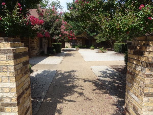 $855 2br - Spacious Apartments 12 block from Baylor (University Plaza)