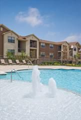 $1110 2br - 1088ftsup2 - Second Floor Luxury Apartment Home- Pool View (Retreat)