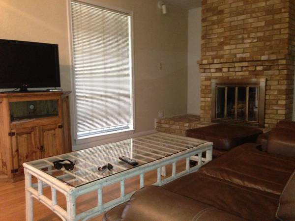 - $2700 2br - 1350ftsup2 - Fully Furnished (Dallas)
