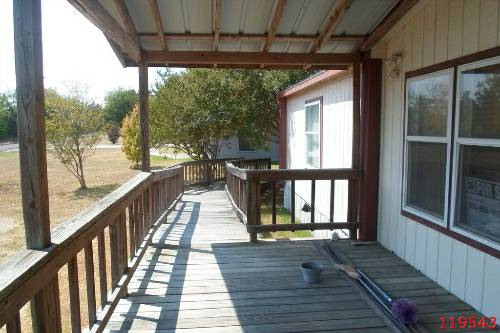 - $41900 3br - 1568ftsup2 - 2000 Silver CreekBeautiful porch and Great Kitchen Lots Of Cabinets (Mexia, Tx)