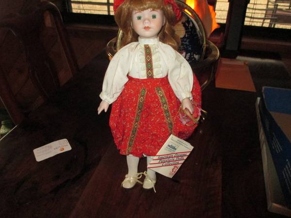 AMERICAN DREAMS PORCELAIN DOLLS COLLECTION  ELLIS ISLAND STATURE OF LI -   x0024 15  PENELOPE