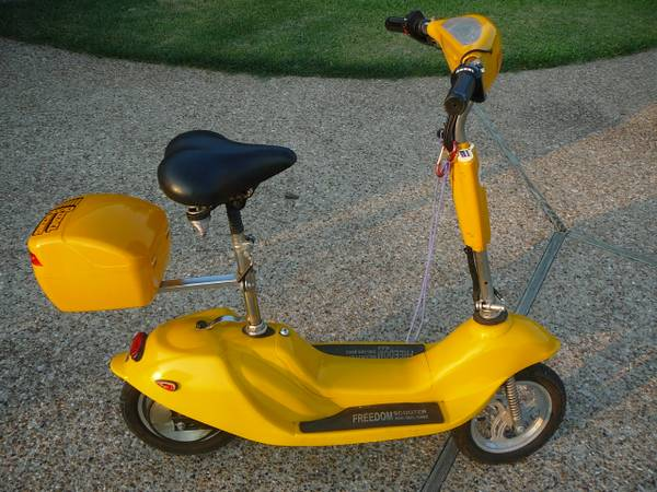 scoot n go scooter with new batteries - $125 (robinson)