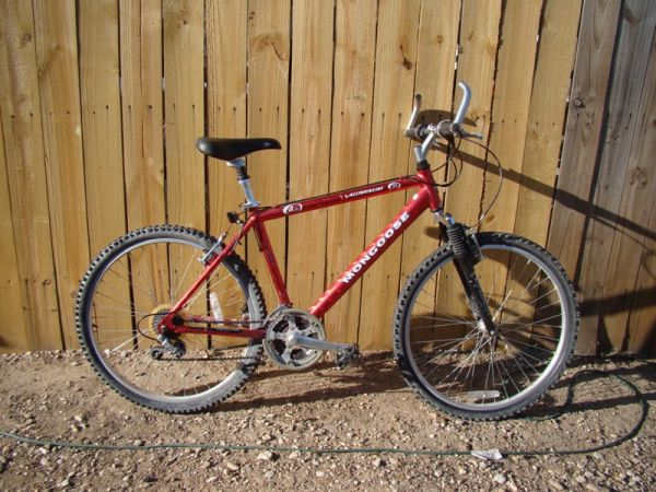 MONGOOSE A40R BICYCLE - $45 (ROBINSON)