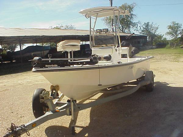 2004 Center Console Fishing Boat - $9995 (Lake Whitney Marina)