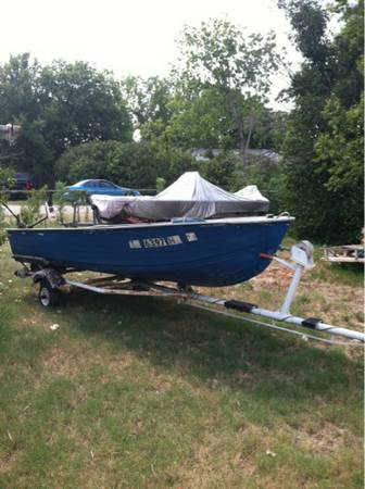 14ft aluminum simi v boat with new tags and trolling motor on trailer - $550 (Waco)