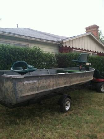 15ft aluminum starcraft boat with trolling motor, new tags, and papers on traile - $600 (Elm mott)