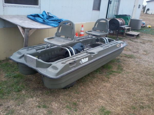 10 ft 2 in boat with 2 swivel seats title and registration good - $500 (lorena)