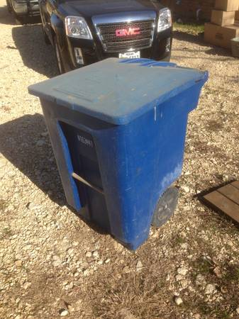 Huge rolling trash can - x002450 (china spring)