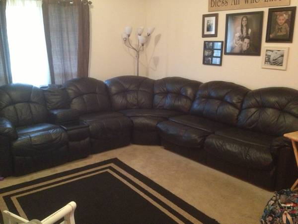 REDUCED BLACK LEATHER COUCH - $725 (Hewitt )