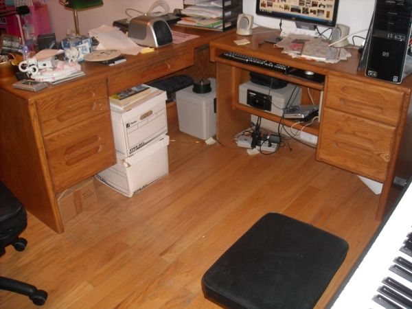 Solid Oak Large L-shaped computer desk and set of 3 bookcases - $1 (Waco)
