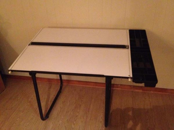 Drafting  craft table - $100 (Hewitt)