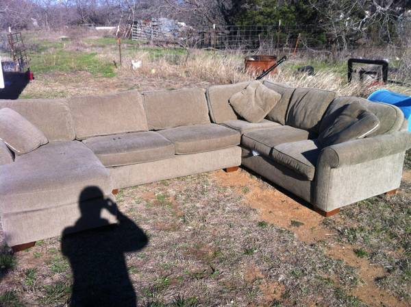 pit group couch - $250 (whitney,tx)
