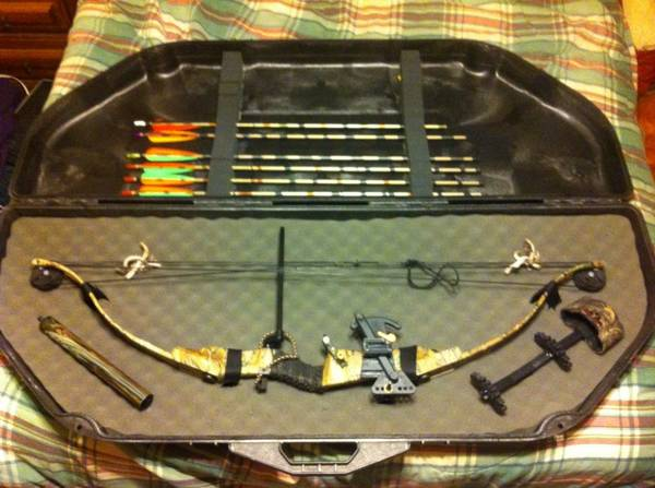 RARE BEAR WHITETAIL ELITE 65LB-DRAW RTH COMPOUND BOW-FULL ACCESSORIES - $160 (Mart)