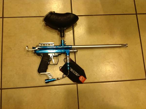 PAINTBALL GUN - $45 (McGregor)
