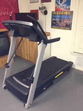 Golds gym crosswalk 570 treadmill - $350 (Lacy lakeview )