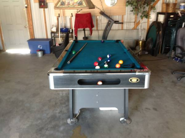 Pool table - $200 (Robinson)