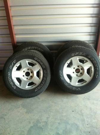 17 6 lug chevy wheels - $200 (china spring )