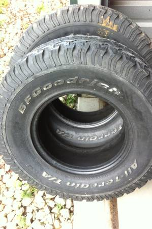 (2) 31x10.5x15 tires BF GOODRICH - $125 (mexia)