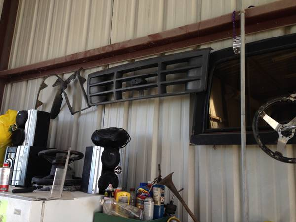 Ford F150,f250,f350,f450 original xl grill and light rings 92-97 style - $50 (waco)