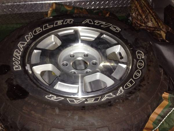 Chevy 6 lug factory 17 wheels - $400 (Groesbeck )