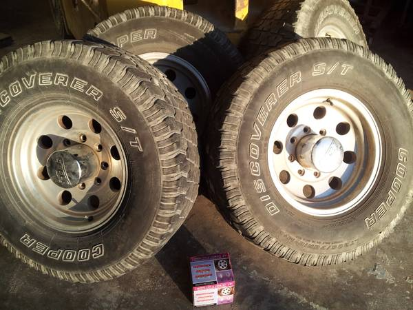 Ford 8 LUG EAGLE ALLOY WHEELS w Cooper ST Lt30570R15 MS TIRES - $350 (417 Mill Street Waco Tx)