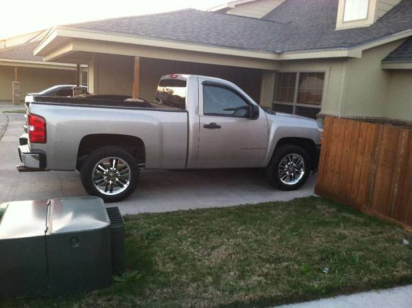 6 lug factory chevy 20 inch wheels and tires - $60017 (waco)