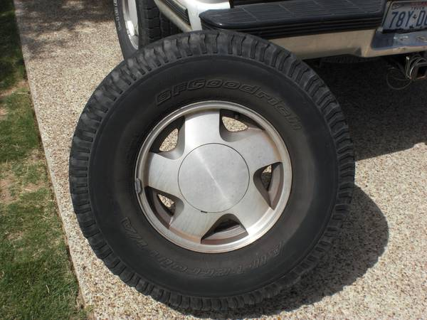 GMC Truck Tires on 16 Rims - $140 (Hewitt)