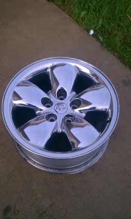 20 chrome factory dodge wheels - $800 (Jarrellround rock)