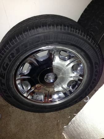 17 Chrysler 300 factory rims and tires - $450 (Waco )