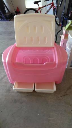 little tikes large pink and white toy box - $30 (robinson)