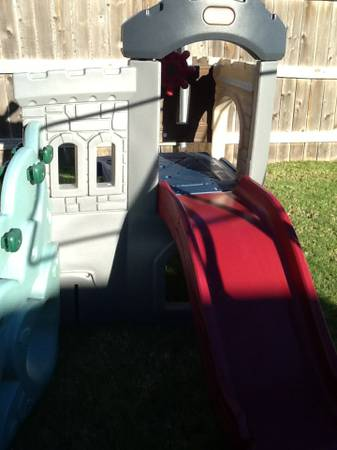 Little tikes castle and slide - $85 (Robinson )