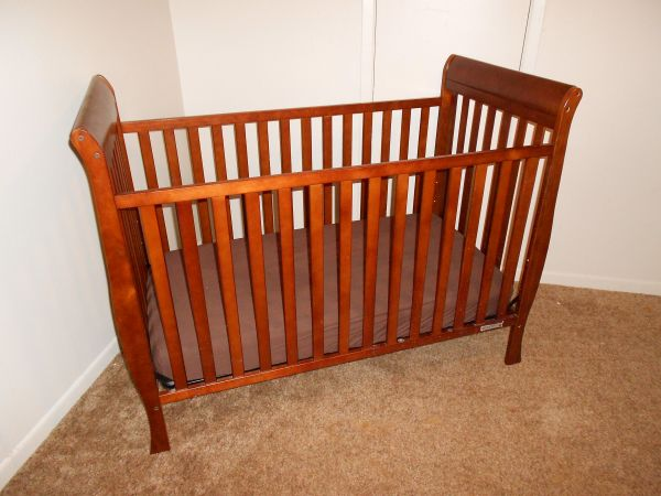 Delta Winter Park 3-in-1 Convertible Crib - $80 (Waco, TX)
