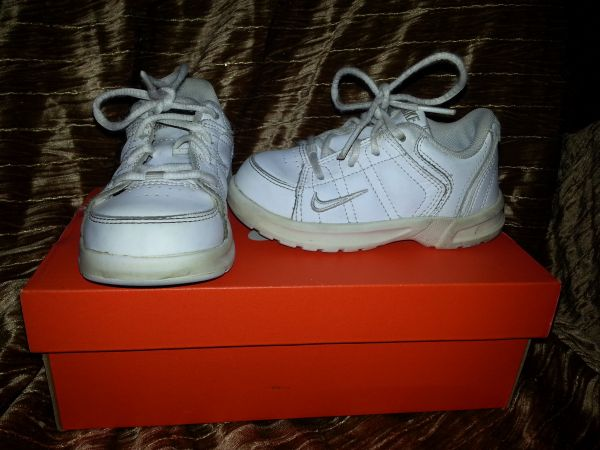 size 8 Nike toddler shoes - $5 (Waco)