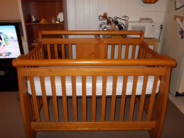 Convertible crib plus other baby items - $100 (Waco)