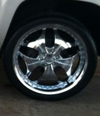 6 lug chevy 24 inch wheels and almost new tires - $950 (waco)
