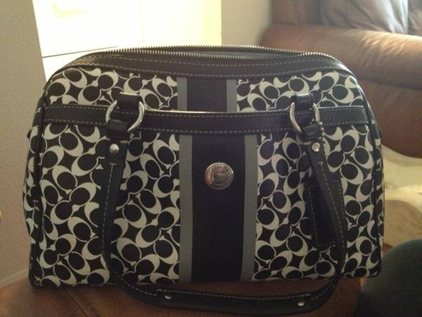 Authentic black and white Coach purse - $75 (China Spring)