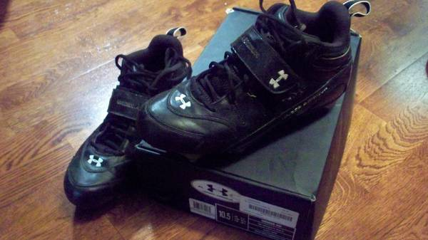 football cleats - size 10.5 Under Armour - $20 (Woodway)
