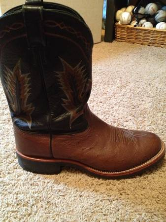 Mens Larry Mahan Boots - LIKE NEW - $85 (Hewitt)