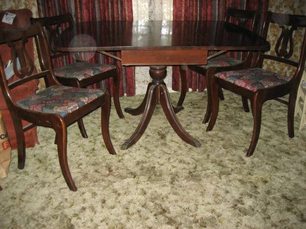 Mahogany Table  amp  4 chairs  seats 4 to 6 -   x0024 200  Waco