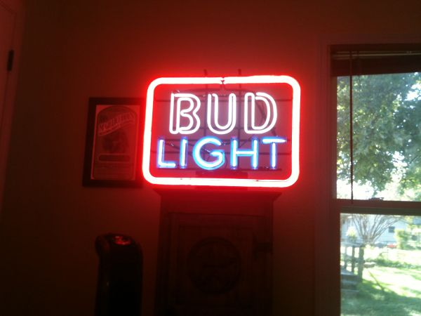 BUD LIGHT NEON SIGN - $140 (WACO)