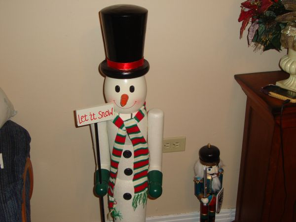 42 Snowman NUTCRACKER 6 12 Ft NEW Pre-lit Pinecone Christmas tree - $30 (Waco)