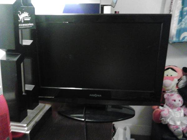 19 Insignia flat screen tv with built in dvd player - $75 (Waco Texas )