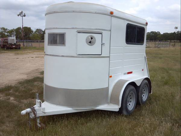 Hale 2 horse trailer...great shape - $2650 (marlin)