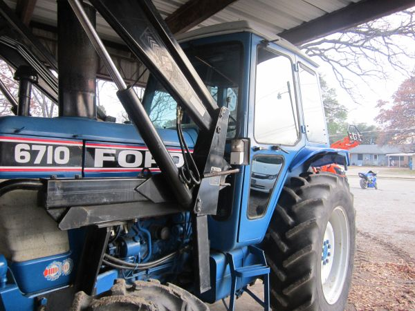 Ford 6710 Cab Tractor,4x4, Loader Bucket Forks - $22500 (Tx )