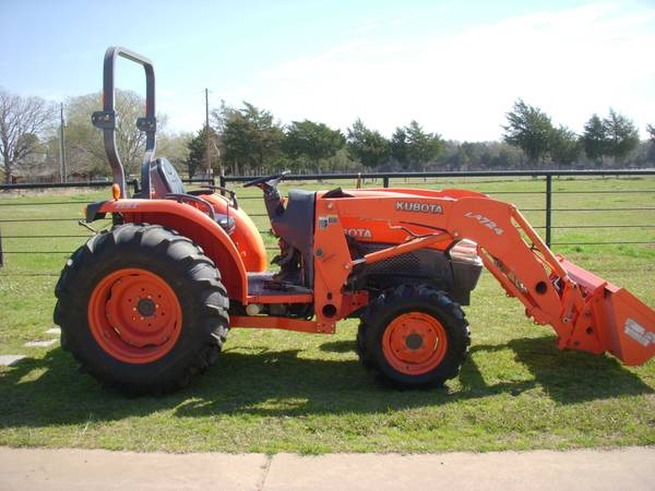 Kubota 4240, 42 HP, 4WD, Kubota LA742 Loader - $14800 (Greenville)
